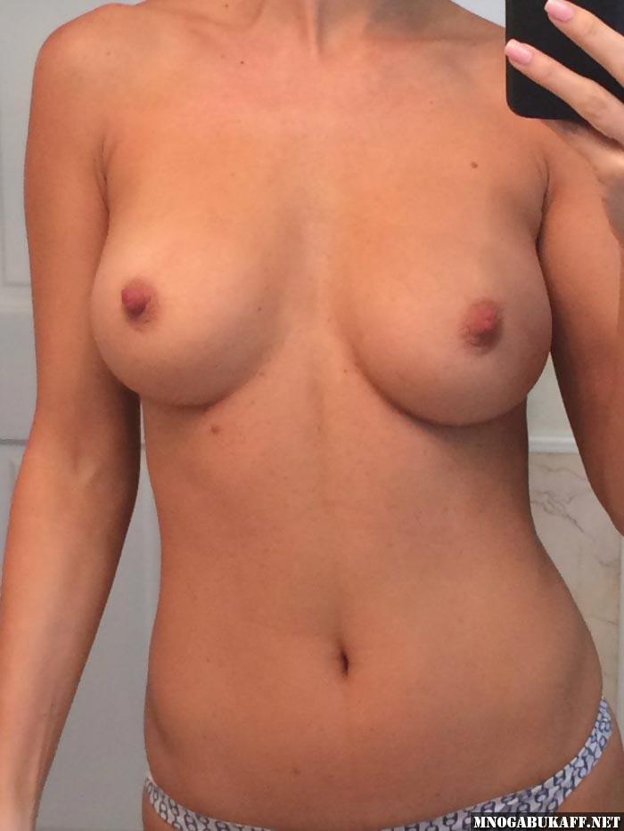 первого обнаженная фото грудь размера