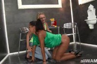 Странное порно ххх видео Lesbians glory hole action