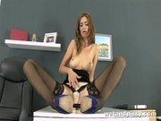 Порно ххх видео Stocking clad babe pissy pussy