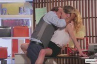 Порно ххх видео Pretty babe fucked in the office