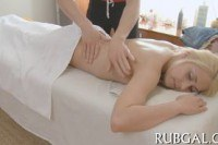 Порно ххх видео Cute blonde gets her bald pussy banged