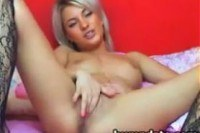 Порно ххх видео Beautiful blonde babe fingering her