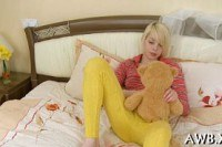 Дрочат порно ххх видео Tiny blonde teen rubs ans stuffs her