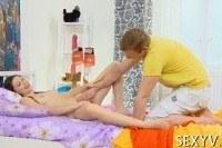 Порно ххх видео Virgin teen enjoys cock in pussy