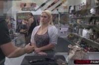 Подсмотренное порно ххх видео Fat and blonde woman gets her pussy
