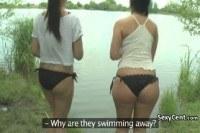 Порно ххх видео Lesbian teen sex in bathroom
