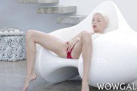 Порно ххх видео Really cute blonde loves his cock