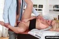 Секретарши порно ххх видео Cum on her shaved secretary pussy