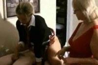 Домохозяйки порно ххх видео Mature woman give handjob