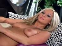 Большие сиськи порно ххх видео Busty blonde in high heels and stockings