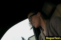 Европейское порно ххх видео French chick fucked outdoors by cabbie