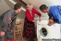 Реальное порно ххх видео Granny offers her old body for 2 guys