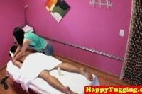 Азиатки порно ххх видео Asian masseuse jerking client on spycam
