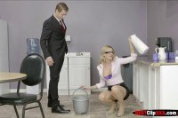 Порно ххх видео The clumsy intern with jessa rhodes