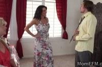 Большие груди порно ххх видео Milf helps teen and girlto get along