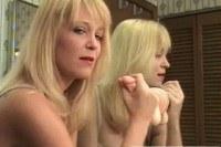 Блондинки порно ххх видео Milf jerks off a sextoy