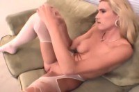 Футфетиш порно ххх видео Blonde amateur cutie rips up her sheer