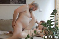 Порно ххх видео Teen gives a blow to an old guy