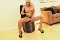 Порно ххх видео Shawna takes a large cock