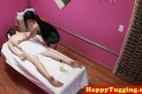Азиатки порно ххх видео Tattooed asian masseuse jerking client