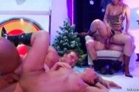 Публичное порно ххх видео Hot bitches fuck in club