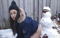 Порно ххх видео Teen gets fucked by snowman