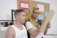 Большие груди порно ххх видео College doctor s big cock in locker room